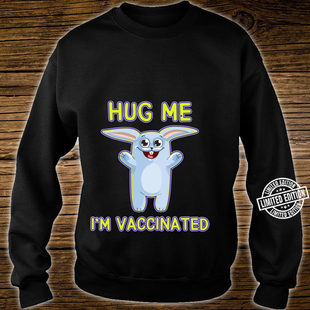 Cute Bunny Hug Me I'm Vaccinated Pro Vaccine Vaccination Shirt sweater