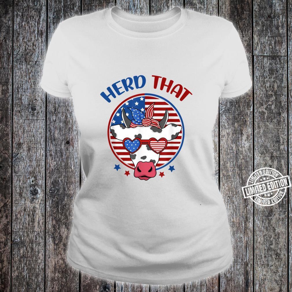Herd That Cow Patriotic Moo Red White Blue USA Farmer 4th Shirt ladies tee