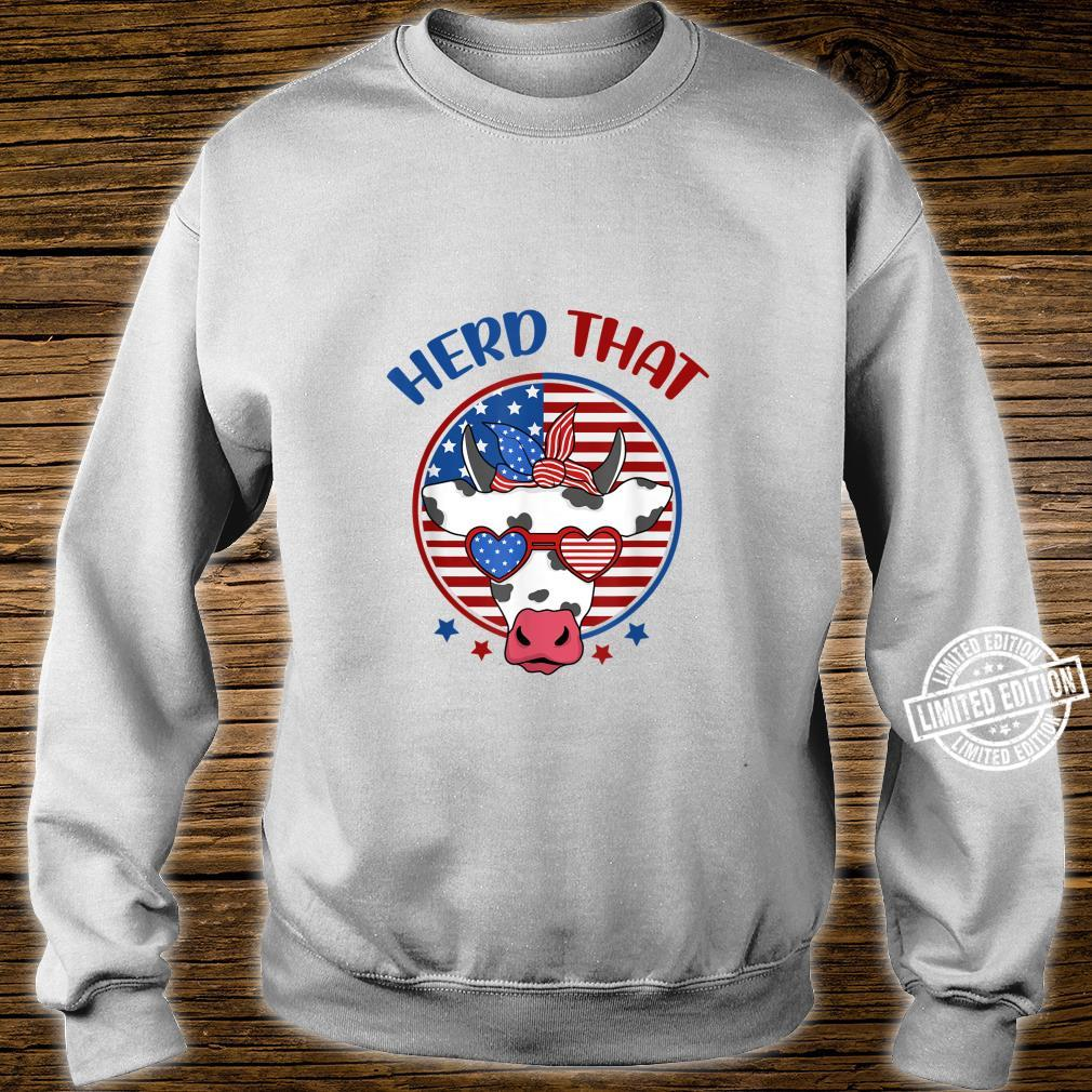 Herd That Cow Patriotic Moo Red White Blue USA Farmer 4th Shirt sweater