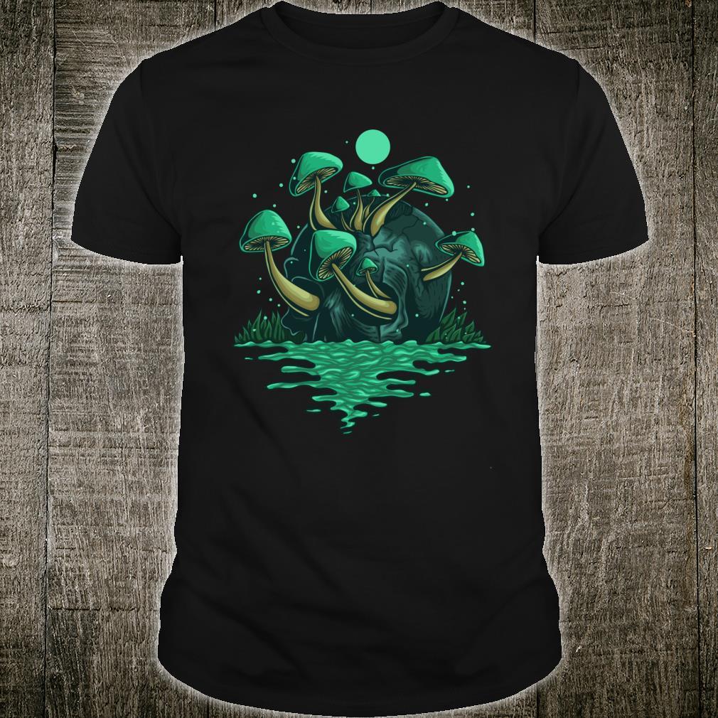 Spooky poisonous mushroom on skull Shirt
